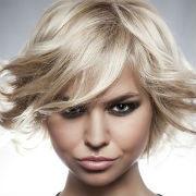 Svieža krátka blond